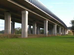 Autobahnbrücke-bei-Saettelstaedt